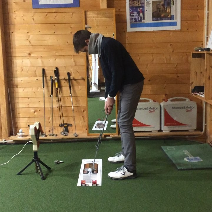 🇬🇧It's the perfect time to work on your putting ready for the season. One of our key fundamentals at MCGP is correct line/distance perception. Working on eye and ball position we changed the line perception from where the coin is in the video to the center of the hole. 🇪🇸Ahora es la época perfecta para perfeccionar el putt antes de la temporada. Uno de nuestros fundamentales claves en MCGP es la percepción de la línea/distancia. Trabajando de las posiciones de los ojos y la bola cambiamos la percepción de la línea de la moneda en el vídeo al centro del hoyo
