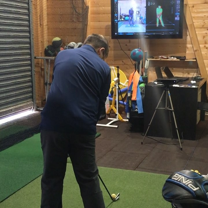 🇬🇧Biofeedback training, where you can see and feel the desired movement, can be a bit intensive the first time you do it. But is by far away the most effective way to train and gain the improvements you are looking for. If you're a serious golfer it should be a part of your training. 🇪🇸Entrenamiento con Biofeedback, donde puedes ver y sentir el movimiento buscado, puede ser un poco intensivo la primera vez que lo haces. Pero, sin duda, es la manera más efectiva a entrenar y ingresar los cambios que buscas en tu swing. Cualquier golfista serio debería de probarlo