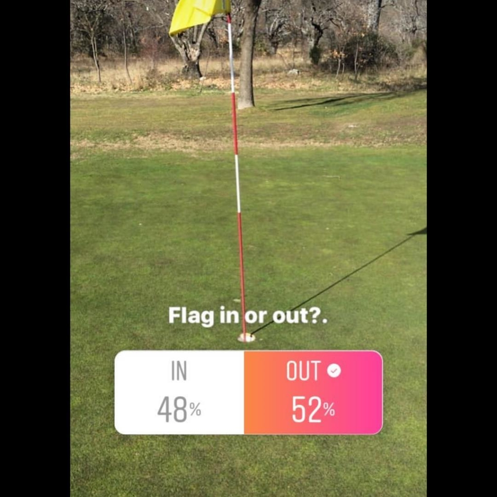 🇬🇧'Flag out' marginally won my survey for what you would do with the flag. A study from Dave Pelz some years ago suggested that some 16% more balls would go in with the flag in. For me it depends on the situation, at distance I would leave the flag in and with downhill putts. Then it would be which suits my eye more. The important thing is to have an open mind and do what feels right. 🇪🇸'Bandera quitada' ganó mi encuesta de lo que haríais con la bandera. Un estudio del famoso Dave Pelz indicó que unos 16% más bolas se encajarían con la bandera puesta. Para mi depende más de la situación, yo dejaría puesta a distancia o con putts con cuesta abajo, con los otros yo haría lo que me venga mejor. La cosa más importante es que tengas una menta abierta y que hagas lo que te siente correcto