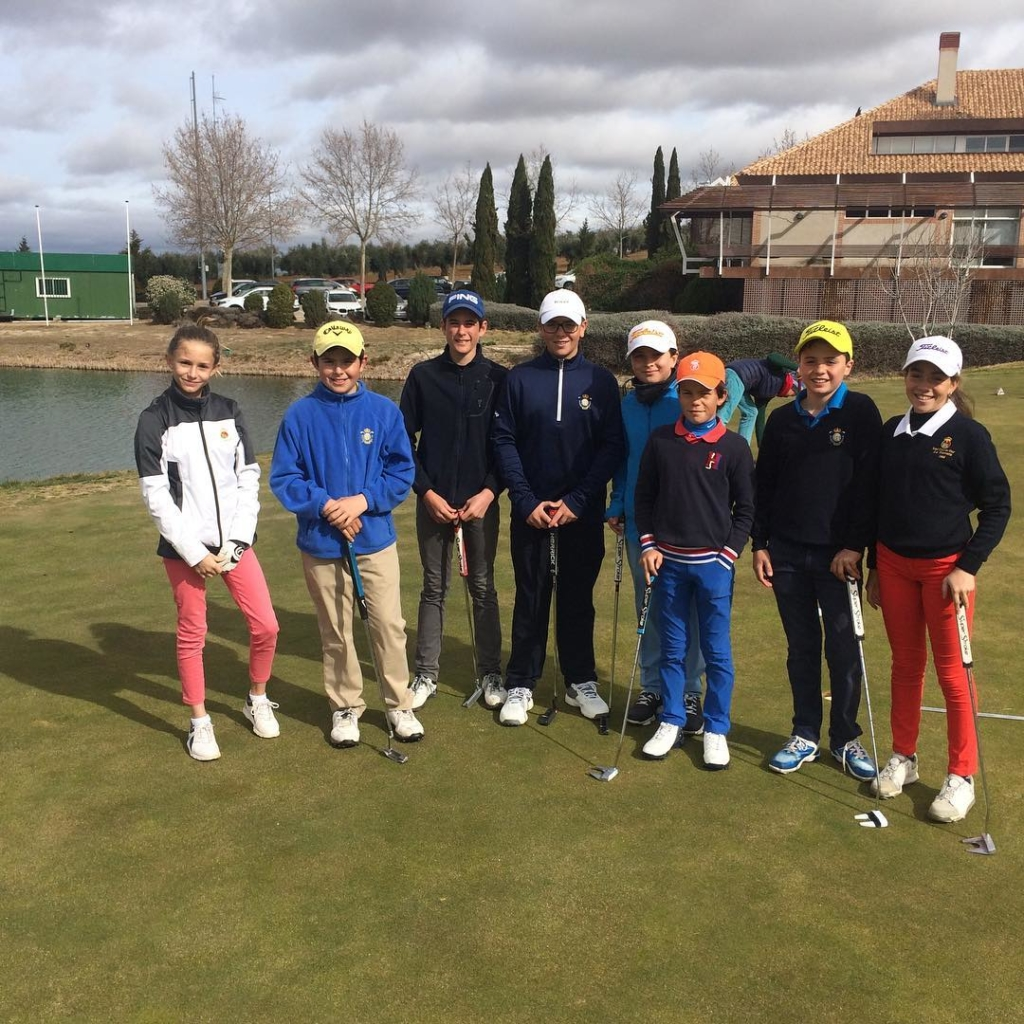 🇬🇧Very productive day with the U12s and U14s students training  @golflayos and looking at the course before the Puntuable Nacional. 🇪🇸Día muy productivo entrenando a nuestros alevines y infantiles @golflayos antes del Puntuable Nacional