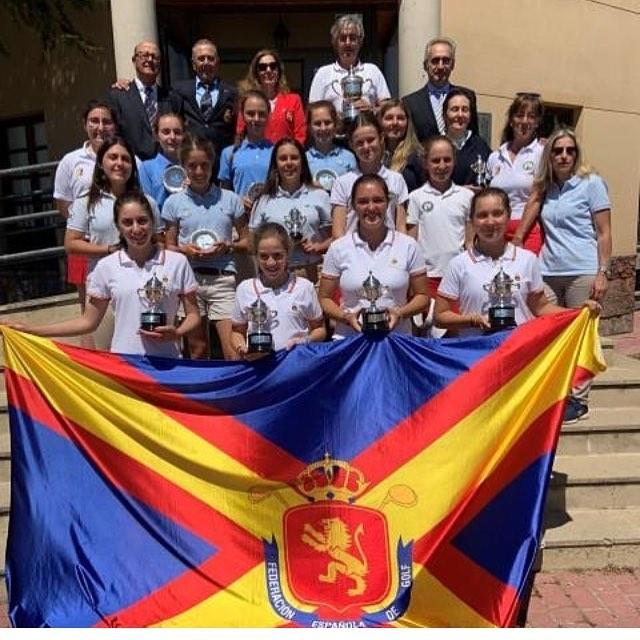 🇪🇸Muy orgullos en nuestro equipo femenino absoluto @rcglaherreria  CAMPEONAS DE ESPAÑA!! Enhorabuena @paulaa.martinn @luuestebann @mutto1 y Carlota sois grandes. También el capitán del equipo Antonio Rodriguez. 🇬🇧Very proud of our @rcglaherreria women's team. Today they became CHAMPIONS OF SPAIN!. Congratulations @paulaa.martinn @luuestebann @mutto1 and Carlota. You are the best!!. Also our great team captain Antonio Rodríguez're the best