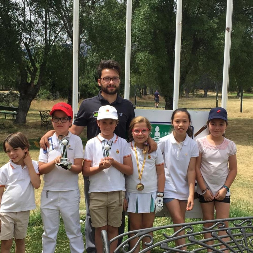 🇪🇸Hoy hemos celebrado el torneo mensual de la escuela infantil. Como siempre un ambiente relajado con muchas sonrisas y diversión. Enhorabuena a todos que han ganado y participado. 🇬🇧The kids of the junior school played their monthly tournament. As always played with a relaxed atmosphere with lots of smiles and fun. Congratulations to the winners and all that took part