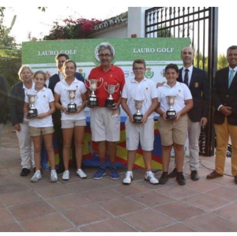 🇪🇸Mañana el equipo infantil de @rcglaherreria intentará a defender el Campeonato de España Interclub Infantil ganado el año pasado con dos días de golf magnífico. Juegad bien y mucha suerte @paulaa.martinn @_nikooo.08 @martagolf.4 y Juan Arroyo, sois grandes. 🇬🇧Tomorrow the @rcglaherreria U14's junior team will try to defend the Spanish U14's Club Team Championship, won last year with two magnificent days of golf. Play well and good luck @paulaa.martinn, @_nikooo.08, @martagolf.4 and Juan Arroyo, you are the best