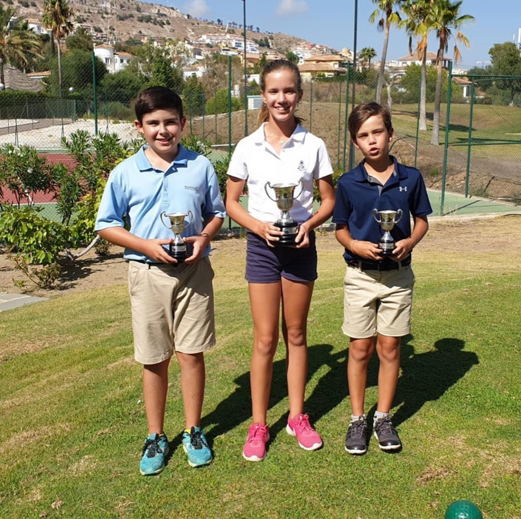 🇪🇸Un gran Campeonato de España P&P por los alumnos de MCGP. Enhorabuena @elenaa.jc CAMPEONA DE ESPAÑA ALEVIN BENJAMINA!!. Grandísimo esfuerzo. Subcampeones @pablo_albacete categoría cadete masculina, Sergio Jiménez categoría infantil masculina ( que perdió en play off) y Coque Martin subcampeón categoría Alevin masculina. También tercera posición @paulaa.martinn categoría infantil femenina.  Buenísimo trabajo chicos, a seguir trabajando!. También gracias a @chuchibarrera y su comité de P&P por la organización impecable y todos los ganadores. 🇬🇧A great Spanish Pitch & Putt Championships for the MCGP junior students.  Pitch & Putt is a bigger deal in Spain than many countries and the many of Spain best players compete, possibly the reason for the famous 'Spanish Hands'. Congratulations to @elenaa.jc Girls U12's SPANISH CHAMPION, a great effort. Runners Up positions for @pablo_albacete in the Boys U16's Category, Sergio Jiménez Boys U14's (who lost in a play off) and Coque Martin in the Boys U12's category. Also third place for @paulaa.martinn in the Girls U14's category.  Great job guys, now we keep on working. Also thanks to @chuchibarrera and his P&P committee for the impeccable organization and all the winners
